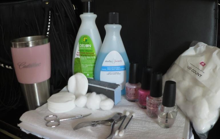 Nail painting station